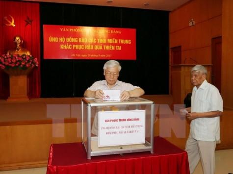 Tổng Bí thư, Chủ tịch Quốc hội quyên góp hỗ trợ đồng bào miền Trung