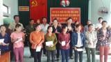 Đoàn cứu trợ tỉnh Bình Dương trao 100 phần quà cho người dân xã Hương Hóa (huyện Tuyên Hóa, tỉnh Quảng Bình)