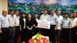 Đoàn cứu trợ tỉnh trao 500 triệu đồng cho đồng bào vùng lũ tỉnh Quảng Trị