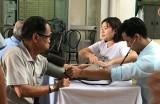 Khám bệnh, phát thuốc và tặng quà cho đối tượng có công và người nghèo tỉnh Bà Rịa - Vũng Tàu