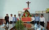 Lãnh đạo tỉnh thăm, chúc mừng Linh mục Nguyễn Văn Riễn nhân kỷ niệm 30 năm thụ phong linh mục