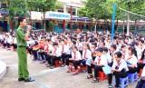 Đoàn Thanh niên Công an tỉnh: Tuyên truyền pháp luật cho 800 học sinh
