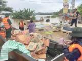 越南红十字会和越南祖国阵线向洪灾灾民提供紧急援助
