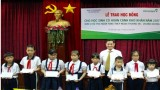 TP.Thủ Dầu Một: Trao học bổng cho học sinh có hoàn cảnh khó khăn