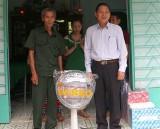 Hội Cựu chiến binh xã Cây Trường II (Bàu Bàng): Trao nhà nghĩa tình đồng đội