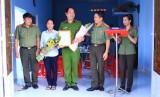 Công an tỉnh trao tặng nhà đồng đội