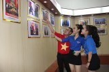 Triển lãm ảnh kỷ niệm 100 năm Cách mạng Tháng Mười Nga thành công