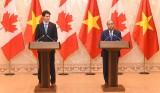 越南政府总理阮春福同加拿大总理贾斯廷•特鲁多共同主持新闻发布会