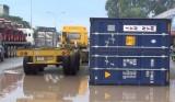 Cảnh báo tình trạng thùng container rơi xuống đường