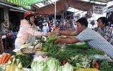 Mưa bão liên tục, nhiều mặt hàng thực phẩm tăng giá