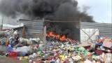 Cháy vựa phế liệu rộng hàng ngàn m2
