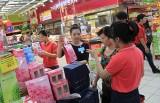 Sôi động thị trường quà tặng nhân Ngày Nhà giáo Việt Nam (20-11)