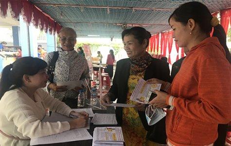 """Ngày hội tư vấn hướng nghiệp, sàn giao dịch việc làm: """"Cầu nối việc làm và lao động trẻ"""" TX.Thuận An"""