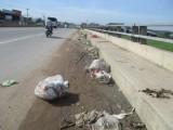Vứt rác trên cầu!