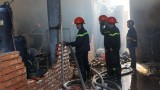 Hỏa hoạn thiêu rụi xưởng gỗ