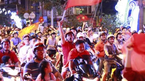 Cả nước xuống đường mừng U-23 Việt Nam chiến thắng