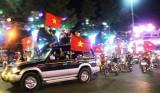 Biển người xuống đường ăn mừng đội tuyển U23 Việt Nam sau chiến thắng Qatar