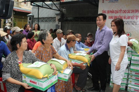 350 gifts donated to the poor, Agent Orange victims