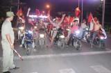 Người dân xuống đường ăn mừng chiến thắng