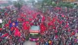 Dòng người dài 30km chào đón đội U23 Việt Nam