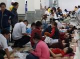 Hơn 100 công nhân nhập viện nghi do ngộ độc thực phẩm