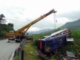 Lật xe khách tại đường tránh Nam Hải Vân, 13 người thương vong