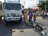 Chạy xe máy lao vào xe tải, người đàn ông chết tại chỗ