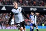 Đá bại Alaves, Valencia vượt mặt R.M