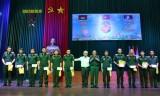 Đoàn cán bộ tỉnh thăm và tặng quà cho học viên Lào và Campuchia tại Đại học Ngô Quyền