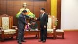 老挝建国阵线中央委员会代表团访问越南和平省