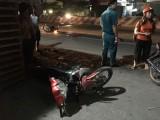 Chạy xe máy sang đường, nữ sinh nguy kịch