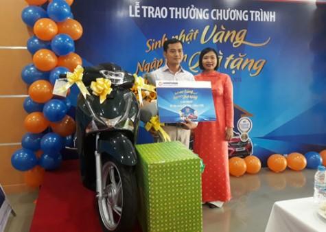 """LienViet PostBank - Chi nhánh Bình Dương trao thưởng chương trình """"Sinh nhật vàng – Ngập tràn quà tặng"""""""