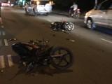 Tai nạn liên hoàn giữa 2 xe máy và xe container, 3 người bị thương nặng