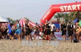 来自56个国家的1600名运动员参加越南2017年铁人三项比赛