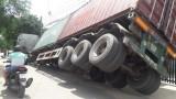 Xe container gặp nạn khi chạy vào đường cấm
