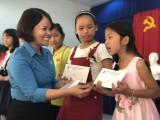 """Công đoàn các KCN Bến Cát: Tặng học bổng """"Chắp cánh ước mơ"""" cho con công nhân nghèo, học giỏi"""