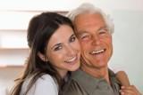 Phụ nữ khôn ngoan nên lấy chồng lớn tuổi