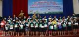 Liên đoàn Lao động TX.Thuận An và Công đoàn cơ sở: Trao học bổng cho con công nhân lao động có hoàn cảnh khó khăn