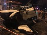 Giải cứu 2 người đàn ông nước ngoài mắc kẹt trong xe du lịch 7 chỗ sau tai nạn