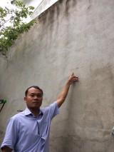 Phập phồng nỗi lo… từ bức tường rào cao 4m!