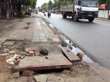Nhiều nắp cống trên đường Lê Hồng Phong xuống cấp, ảnh hưởng đến sinh hoạt người dân
