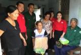 Hội Chữ thập đỏ tỉnh trao tặng 78 phần quà cho các hộ khó khăn