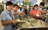 Đầu tư bếp ăn đạt chuẩn phục vụ người lao động