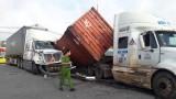 Hai xe container va chạm trên đường Mỹ Phước, Tân Vạn