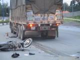 Va chạm với xe tải, nam công nhân tử vong