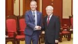 越共中央总书记阮富仲会见英国新任驻越大使