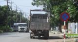 Xe container, xe tải dừng, đỗ sai quy định, gây mất an toàn giao thông: Kiên quyết xử lý!