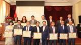 越南外交部向18名旅俄模范越侨颁发奖状