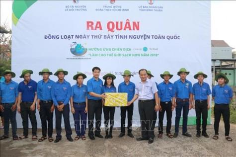 越南各地青年举行响应2018年世界清洁日
