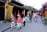 Vietnamese cities receive ASEAN Clean Tourist Awards